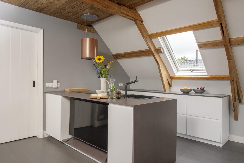 Keukenblok met ingebouwde tv